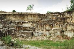 Lom před znovuobnovením těžby